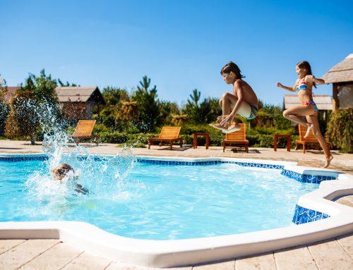 Como garantir a segurança e limpeza das piscinas?